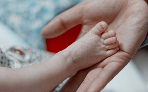 2岁半宝宝小腿上长白斑是怎么回事?