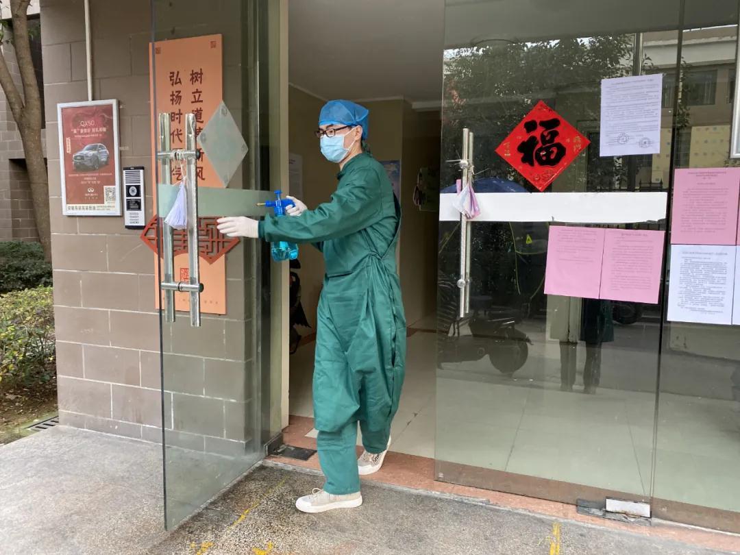 合肥华研医院工作人员进行日常消杀工作